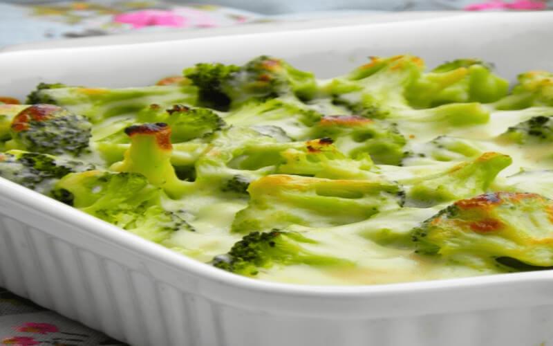 Gratin de brocolis riche de vitamines et fibres