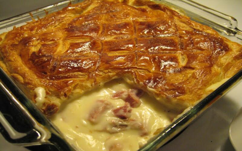 Feuilleté crémeux au jambon cuit et fromage râpé