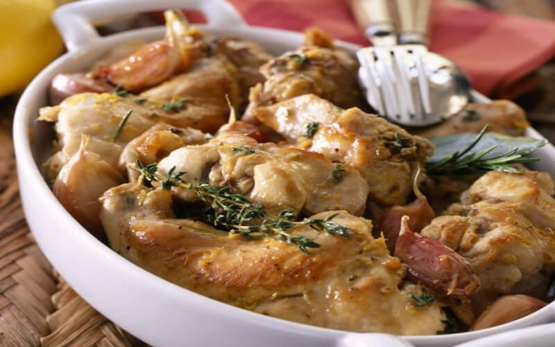 Ragoût de lapin au lard vin blanc et au romarin
