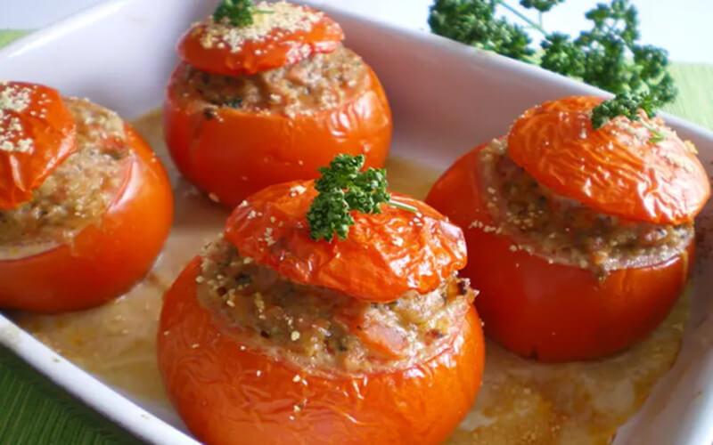 Tomates farcies à la viande hachée et Jambon au four