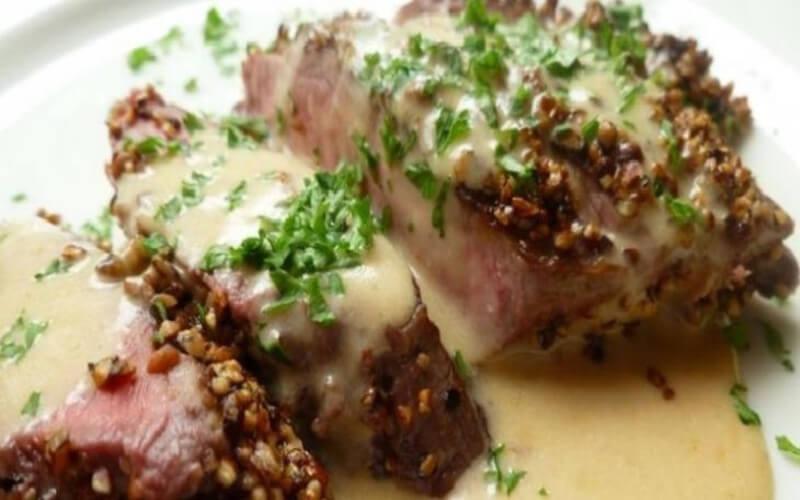 Bifteck au poivre sauce crémeuse au Cognac