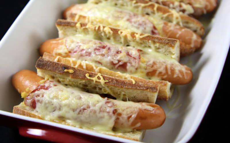 Hot-dog flemmard ou « chien chaud » en français