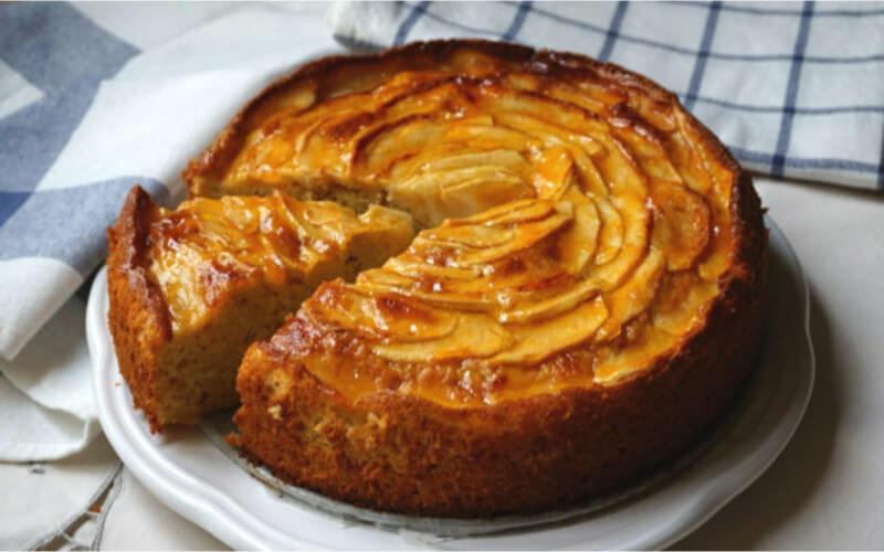 Gâteau aux pommes classique de grand-mère
