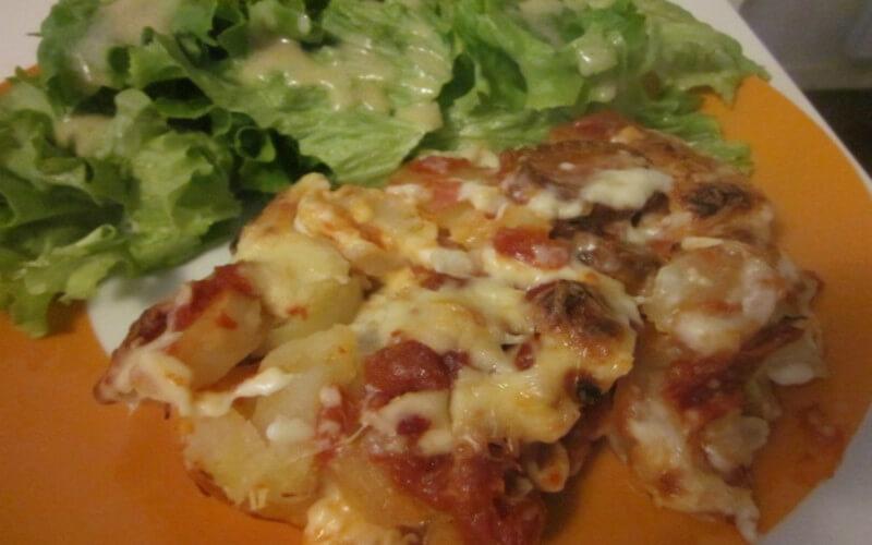 Gratin de pommes de terre au chorizo, tomate et béchamel