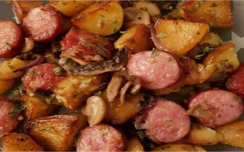 Saucisses fumées Pomme de terre champignons