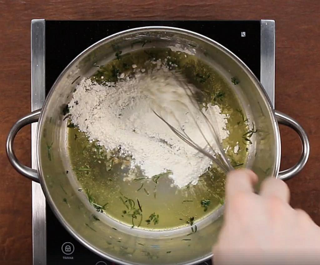 Comment préparer les Pâtes crémeuses aux crevettes et aux fines herbes etape 3