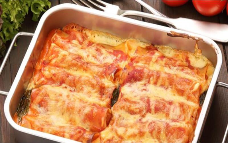 Cannellonis au poulet à la sauce tomate au four