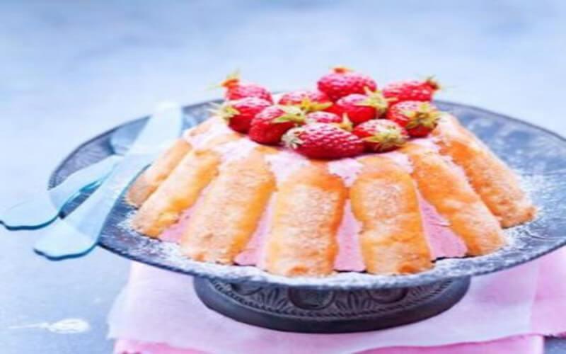 Charlotte aux fraises à la crème liquide