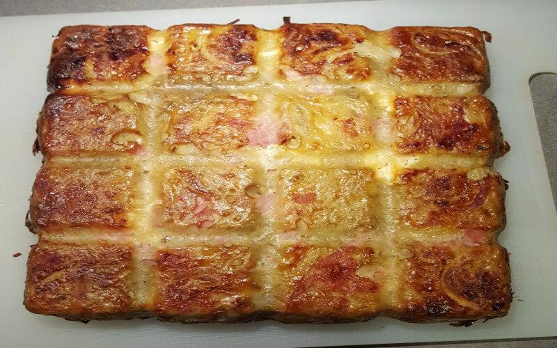 Gâteau aux pommes de terre, jambon et vache qui rit