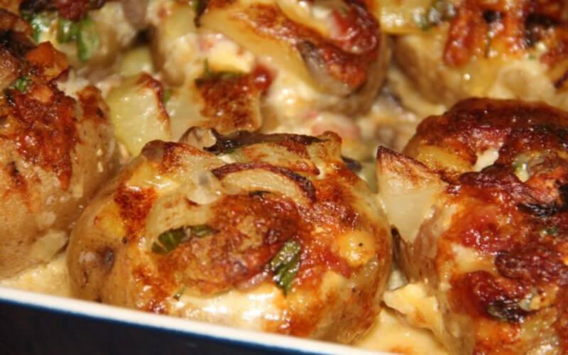Pommes de terre farcies aux champignons à la crème