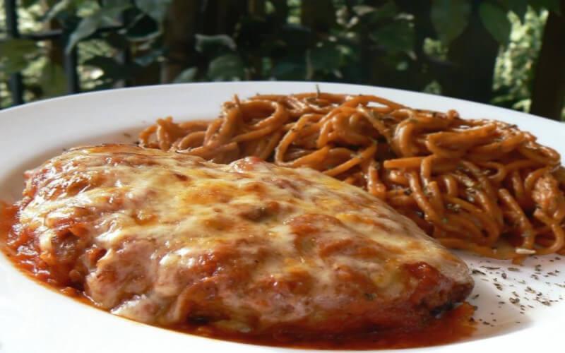 Poulet parmigiana savoureux et simple à préparer