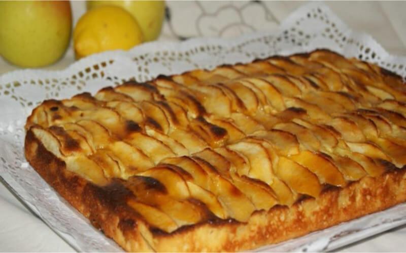 Gâteau yaourt aux pommes et raisins secs