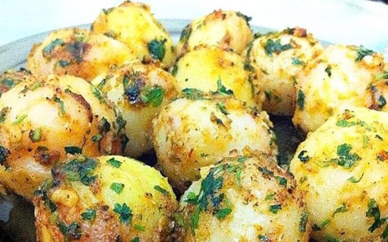 Petites pommes de terre à l'ail et aux herbes