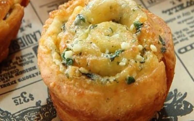 Petits pains italiens à l'ail persil et parmesan