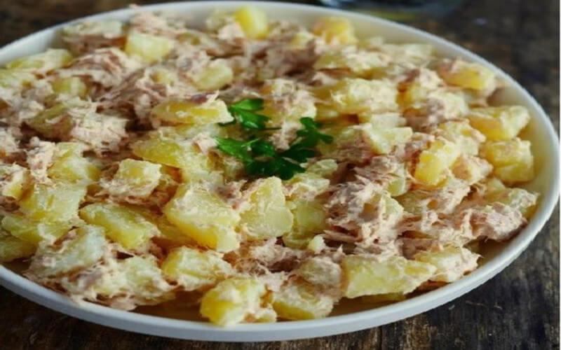 Salade pommes de terre thon et fromage