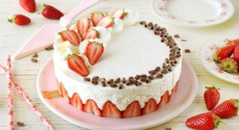 Gâteau aux fraises et crème fouettée en 10 minutes
