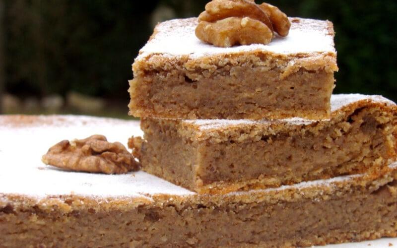Gâteau fondant aux noix très simple et délicieux