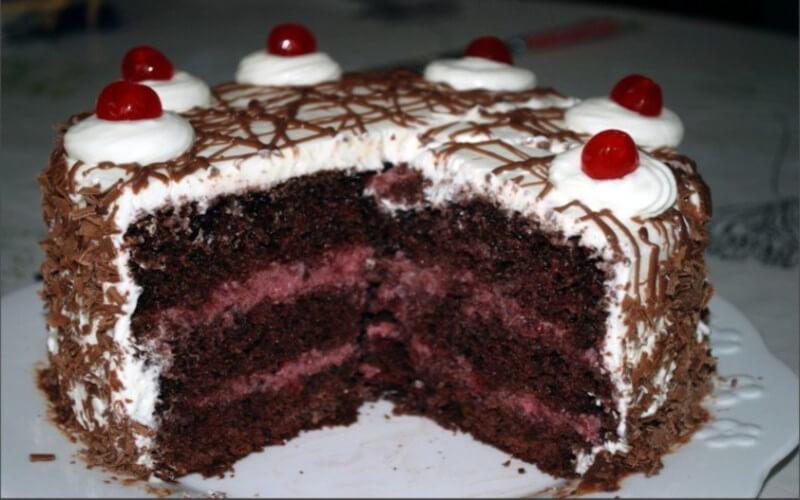 Gâteau forêt-noire parfait et ultra moelleux