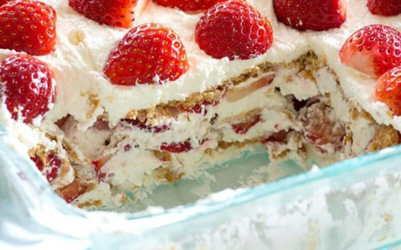 Le gâteau Graham et fraises sans cuisson