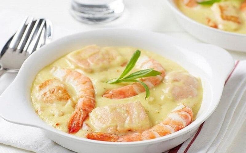 Ragoût aux crevettes, saumon et riz sauvage