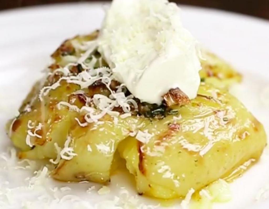 Comment préparer les Pommes de terre croustillantes au beurre à l'ail et parmesan etape 3