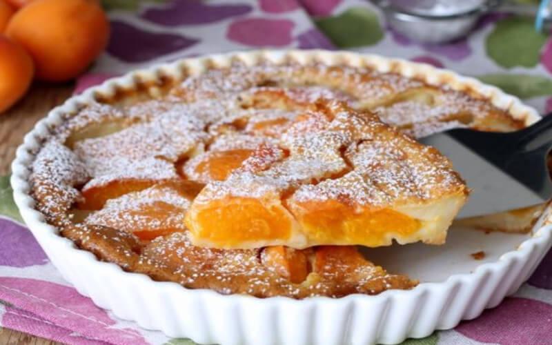 Clafoutis aux abricots et lait d'amandes ultra moelleux