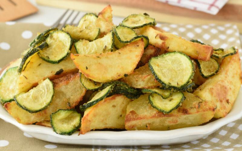 Courgettes et pommes de terre gratinées au four