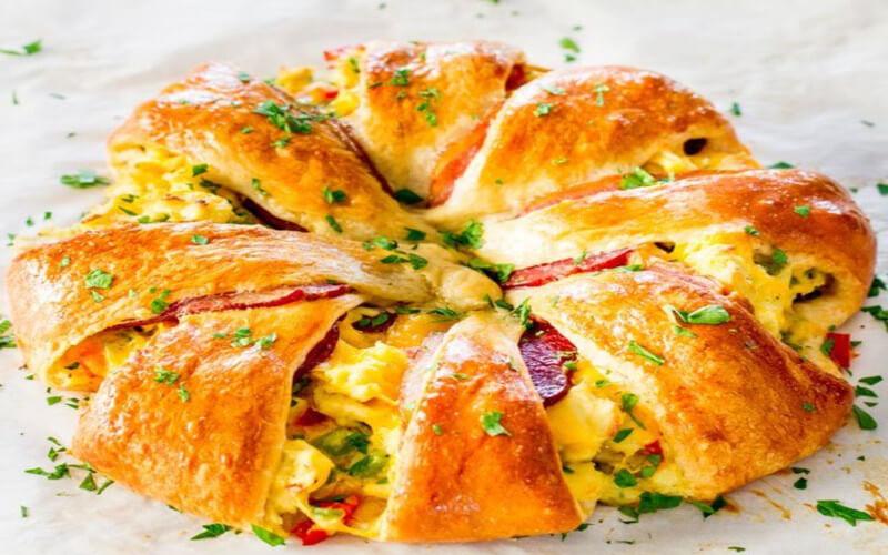 Couronne feuilletée au fromage, bacon et au brocoli