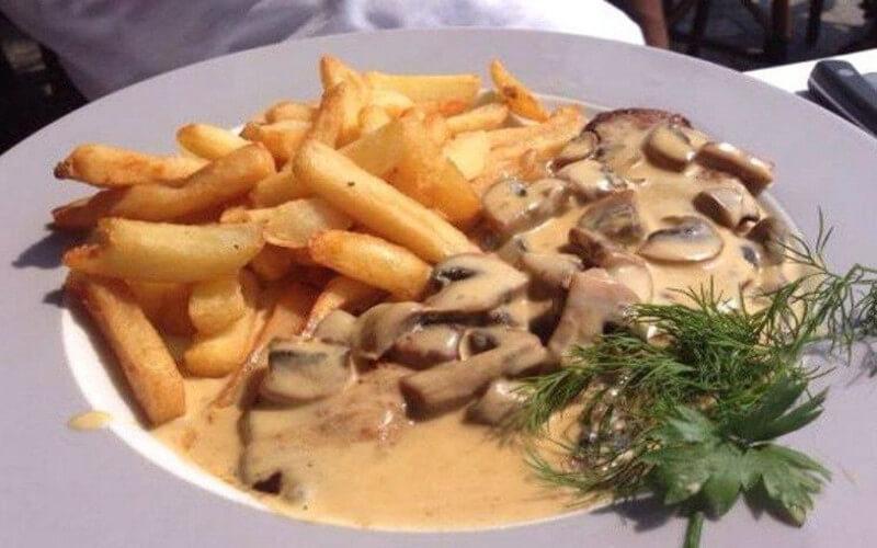 Escalope Normande aux champignons et crème fraîche