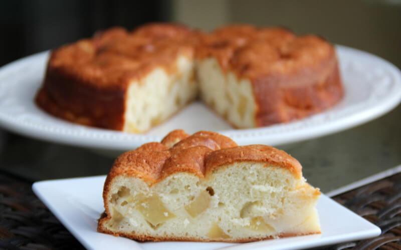 Gâteau aux pommes sans beurre avec 4 ingrédients