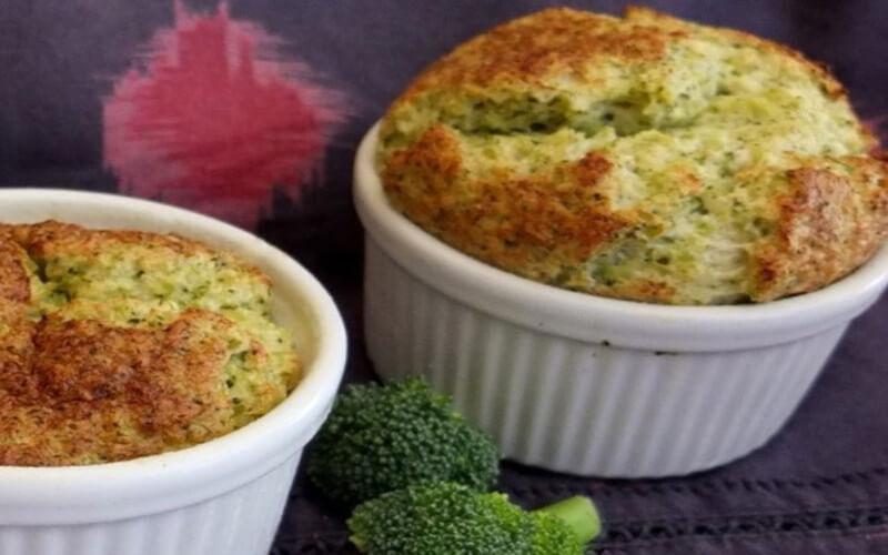 Soufflé au brocoli et au jambon savoureux et léger