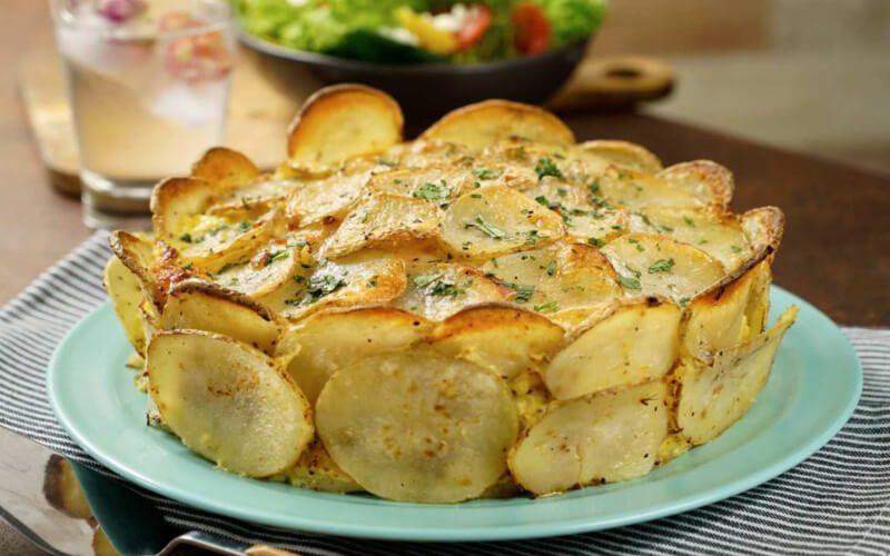 Tarte aux pommes de terre cœur au jambon et au fromage