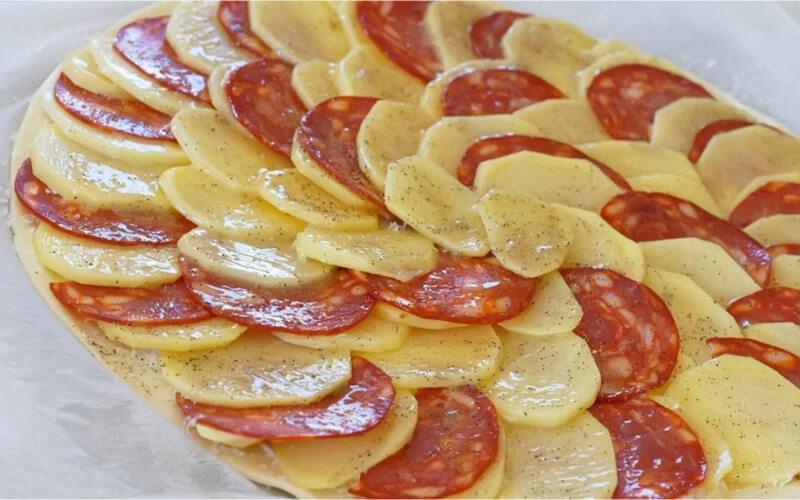Tarte fine de pommes de terre et chorizo
