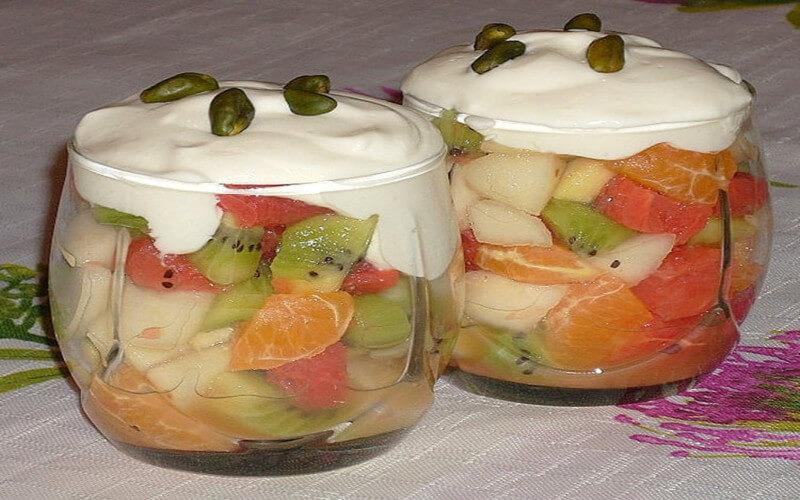 Verrines aux fruits et fromage blanc à la cannelle
