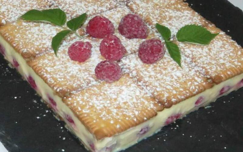 Gâteau aux Petits-Beurre et aux framboises