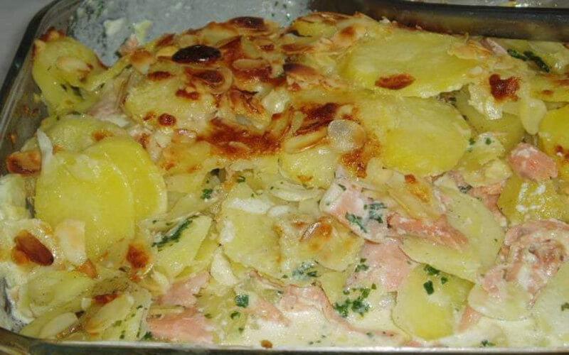 Gratin de pommes de terre et saumon à la crème