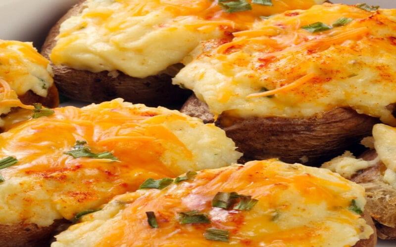 Pommes de terre farcies au jambon cuit et comté