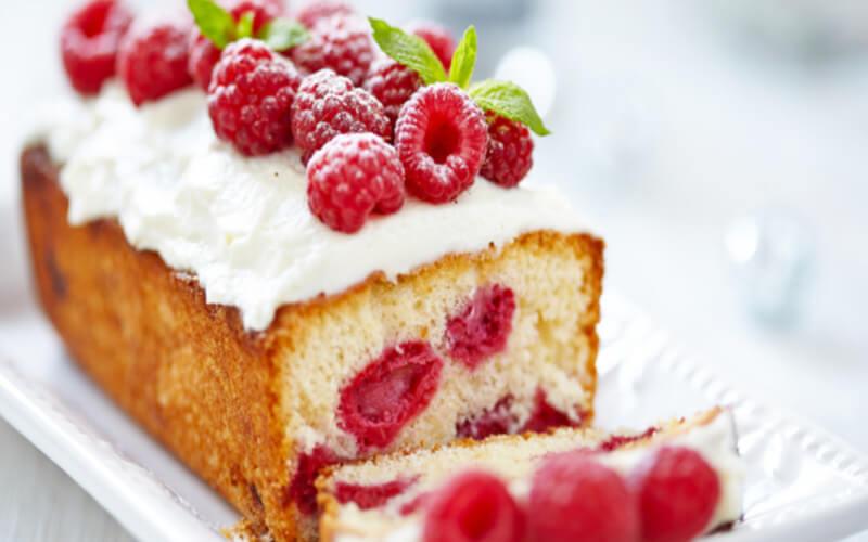 Cake aux framboises dessert très savoureux