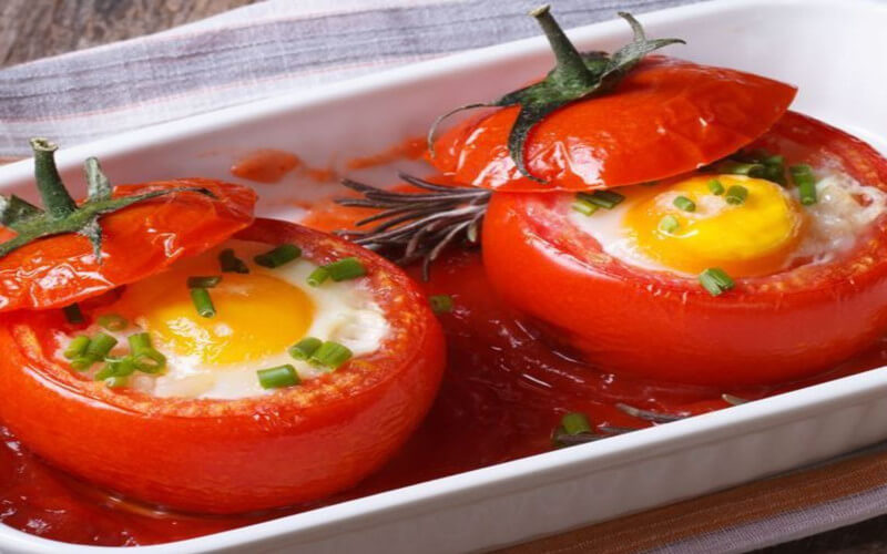 Cocotte tomate Farcie aux œufs à l'ail et ciboulette