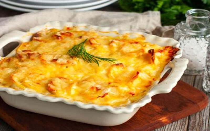 Gratin de pommes de terre au saumon et à la béchamel