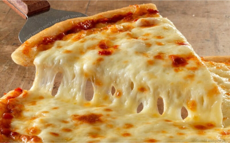 Pizza quatre fromages traditionnelle italienne