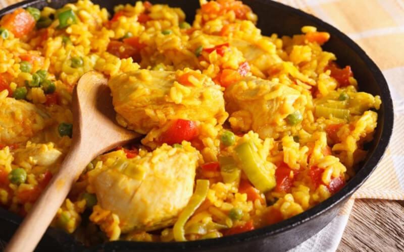 Riz à l'Espagnol aux légumes recette colorée