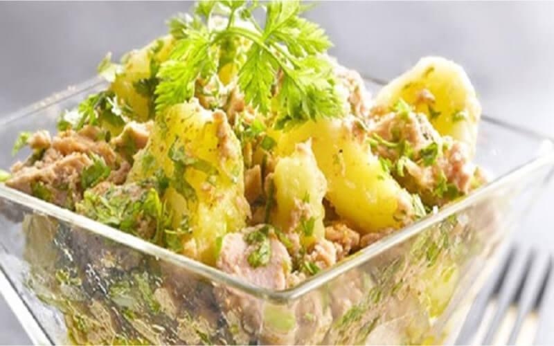 Salade de pommes de terre au thon en vinaigrette