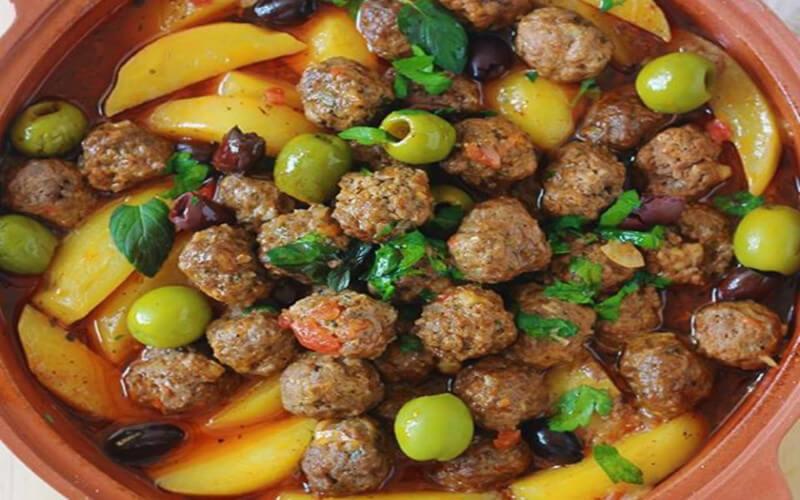 Tajine aux boulettes de viande et pommes de terre