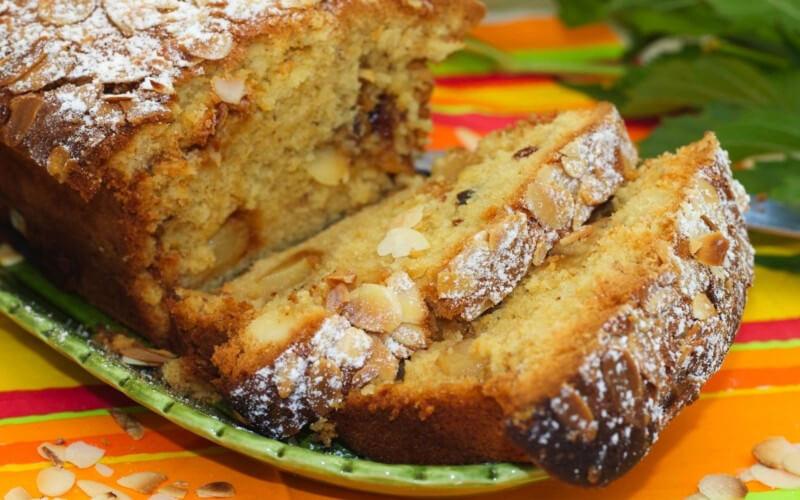 Cake aux Pêches et aux Amandes à la vanille