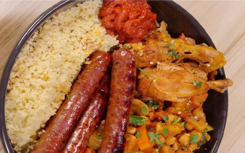 Couscous au poulet, merguez et légumes