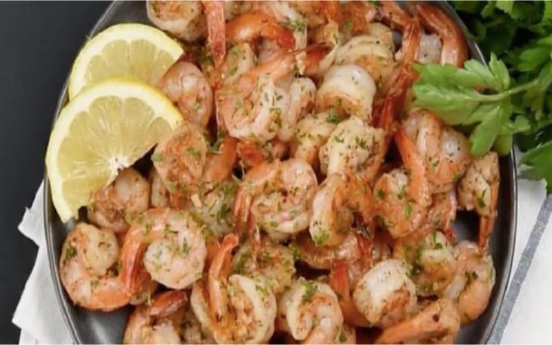 Crevettes épicées à l'ail prêtes en10 minutes