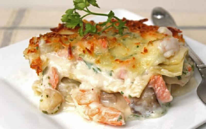 Lasagne aux fruits de mer à l'ail et vin blanc