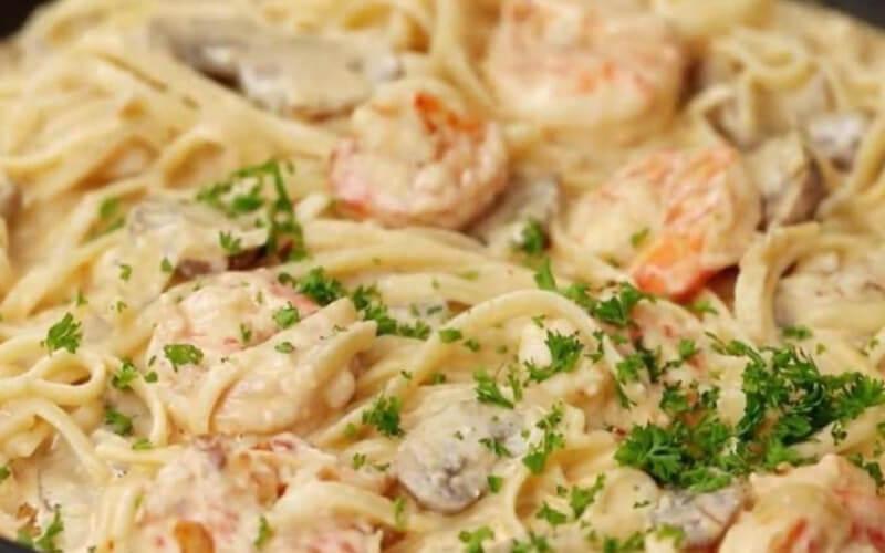 Linguines aux crevettes et champignons sauce crémeuse