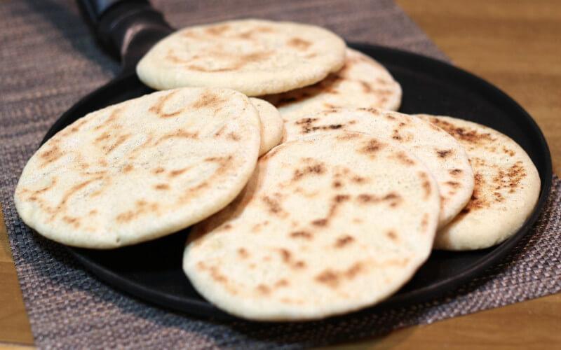 Pain à la poêle Le Batbout ou pain marocain